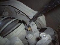 Замена шаровых опор Nissan ... Снятие или замена рычага