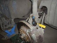 Замена стоек передней подвески ... замена пружин передней подвески  Замена опоры стойки [ краба ] и поворотного подшипника передней подвески.